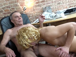 Padre enjoys young twink sucking his unearth fast