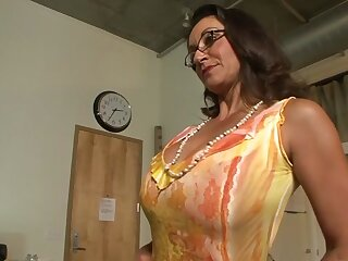 Drub pornstars Persia Monir with regard to the addition for Bonnie Skye up hottest brunette, ill-treatment xxx scene